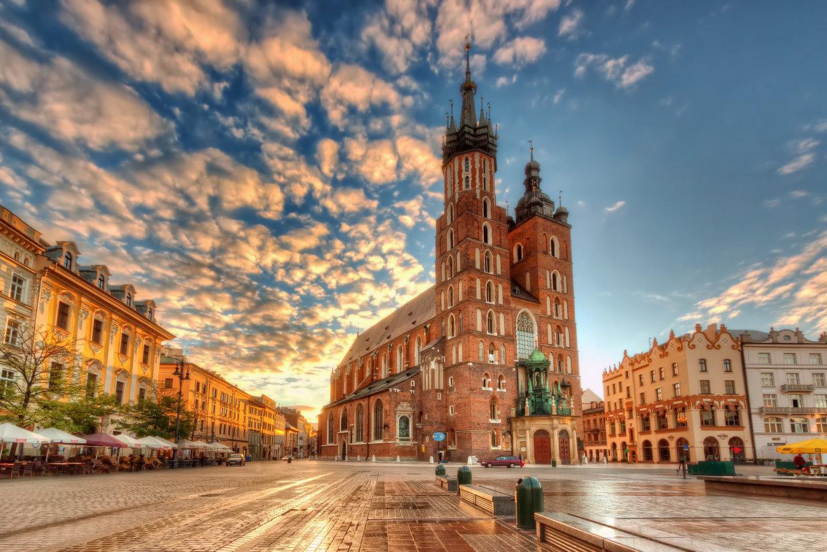 ЕС: последствия решений Европейского суда, налога на рекламу в Венгрии и налога на розничную продажу в Польше
